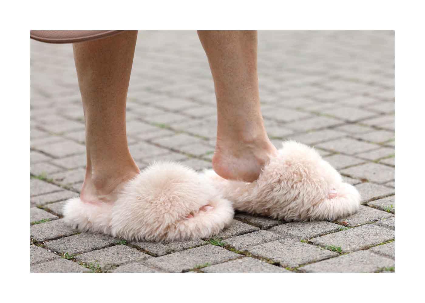 Schuhe als Detail bei einem Streetstyle Shooting mit TV Moderatorin Frauke Ludowig