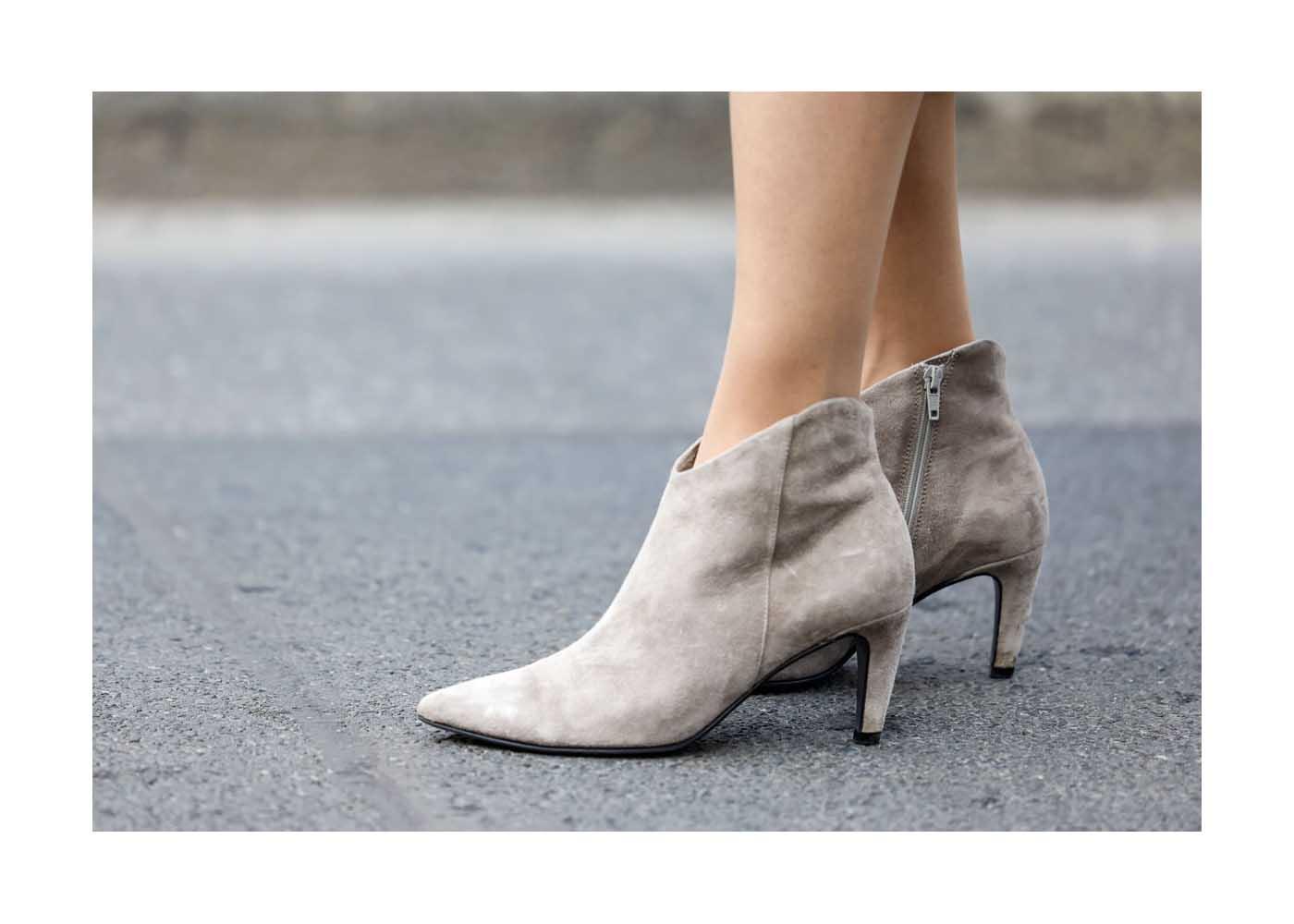 Schuhe als Detail beim Street Style Shooting mit Moderatorin Jule Gölsdorf